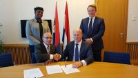 Minister Ferrier and State Secretary Knopssign 50 Million Guilder liquidity support loan